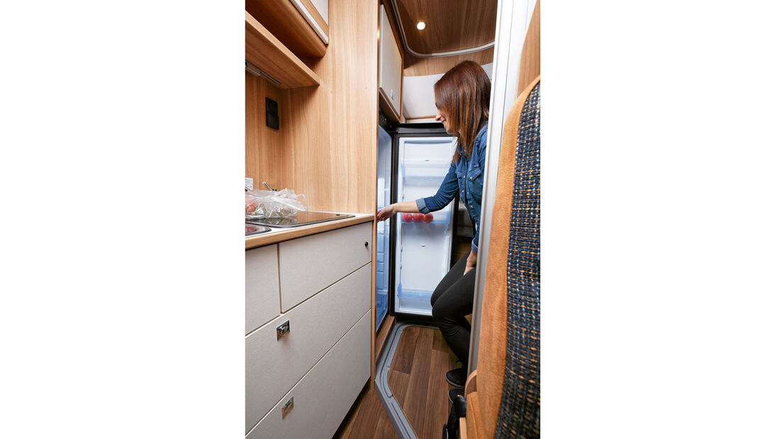 138 Liter Inhalt bietet der neue schmale Kühlschrank.