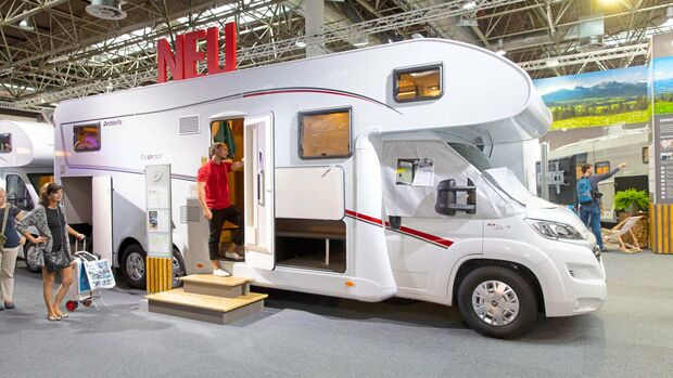 8,61 Meter misst der 64 999 Euro teure Dreiachser mit Doppelboden.