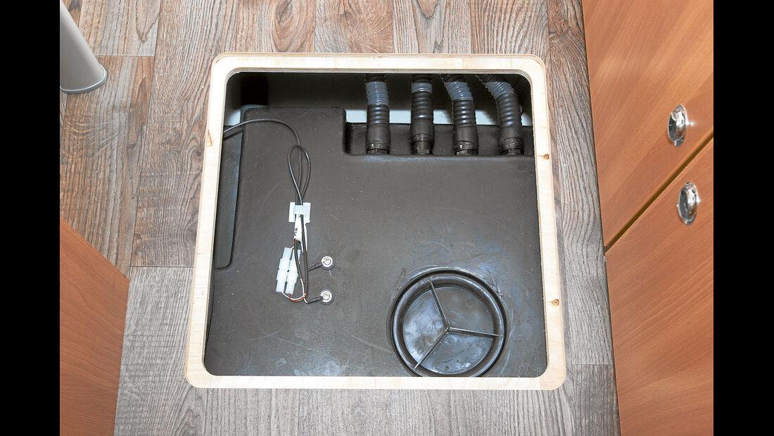 Abwassertank im Doppelboden beim Eura Mobil
