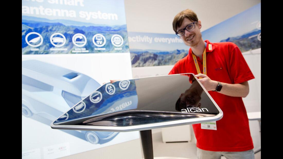 Alcan Systems Satellitenantenne aus LCD-Kristallen.