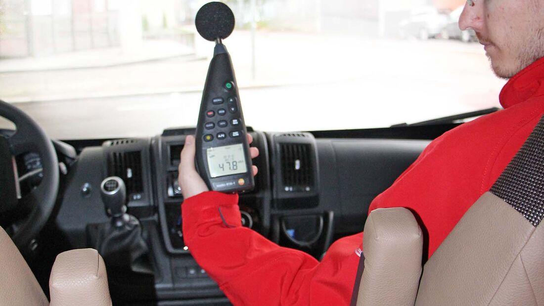 Als Messgerät für die Innengeräusche verwenden wir ein kalibriertes Testo 816-1.