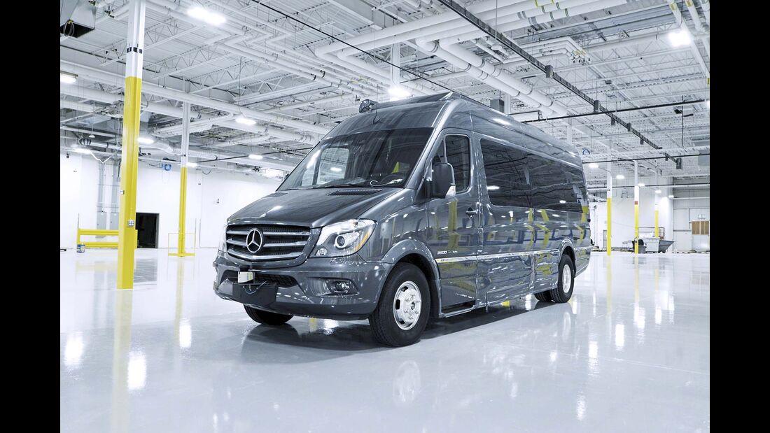 Als Versuchsträger dient dem Forscherteam ein Mercedes Sprinter. Die nächste Generation 2018 soll bereits teilautonom fahren können.