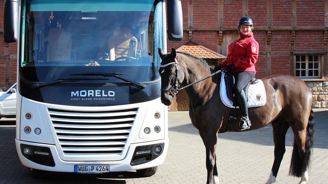 Als amtierende Deutsche Meisterin reist Para-Equestrian Elke Philipp in einem Morelo Palace durch Europa.