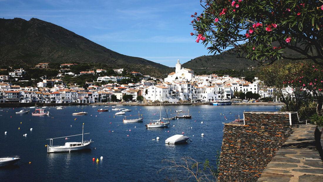 Am 21./22. September gibt es im Cadaqués und dem benachbarten Port Lligat eine Internationale Surrealismus-Gala.