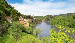 Ambialet ist ein kleiner, malerisch gelegener Ort bei Albi auf einer Halbinsel im Fluss.