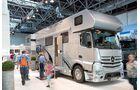 Angesichts des Grundpreises von 574 670 Euro ist der Alkoven 1200 von Vario Mobil kein typisches Familienmobil, mit seiner Pkw- Garage aber dennoch praktisch.