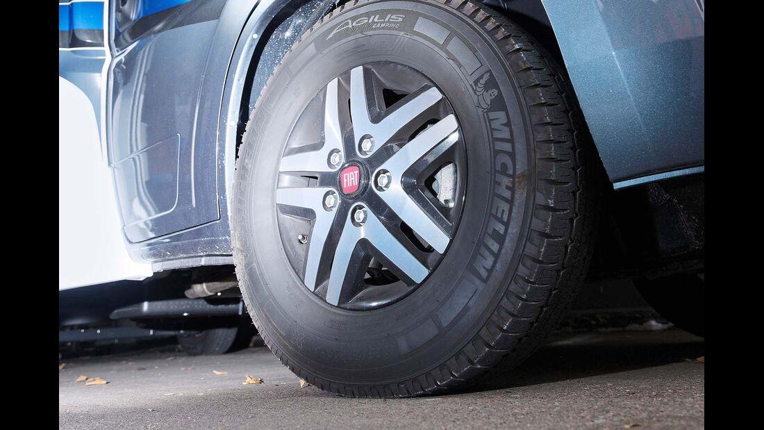 Auch die Tragfähigkeit der Reifen ist beim Laden zu beachten.