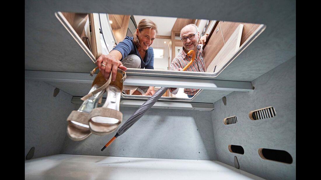 Auch im hohen Doppelboden bleibt noch viel Platz für Bordtechnik und Gepäck.
