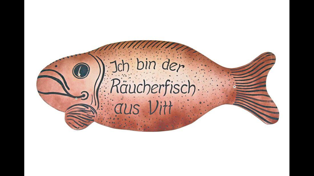 Auf Rügen lont ein Besuch der Marienkirche, der Kreidefelsen, und das Räucherfischessen ist ebenfalls ein Muss.