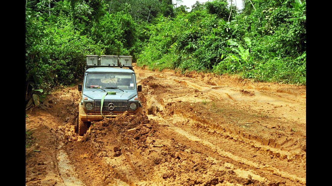 Auf schlammigen Urwaldpisten im Amazonas-Gebiet.