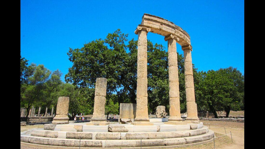 Auf sporthistorischem Boden: der Phi lippeion-Tempel im alten Olympia.