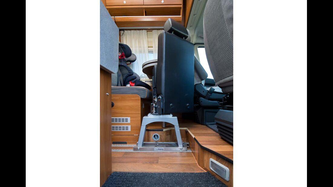 Aufwendig, aber möglich ist die Nachrüstung eines klapp- und herausnehmbaren Zusatzsitzes mit Gurt von Schnierle. (schnierle.de)