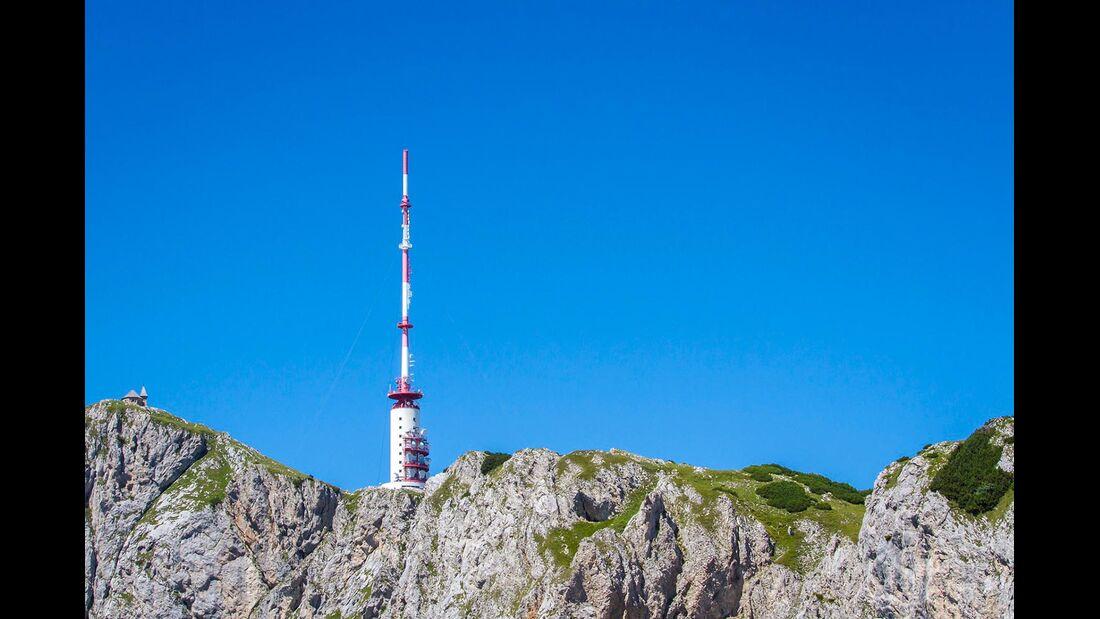 Ausgestrahlt wird das terrestrische Fernsehen über Funkstationen.
