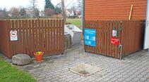 Ausguss und Bodeneinlass vor dem Sanitärgebäude am Stellplatz Lübbenau