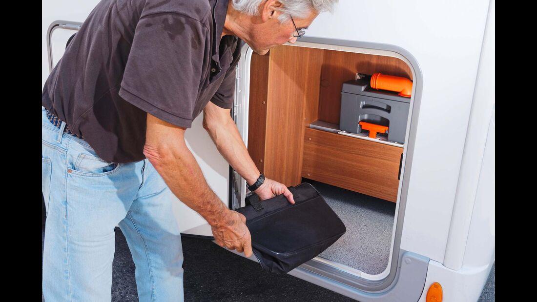 Außenstaufach: gut für Kabeltrommel, Keile und Gießkanne. Und notwendig, um an die WC-Kassette ranzukommen.