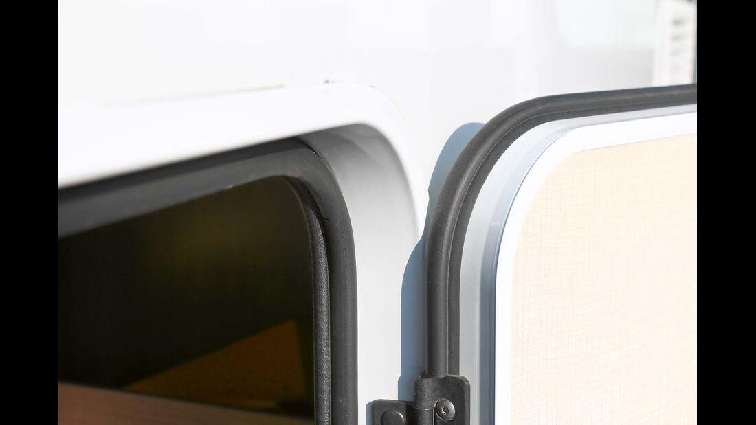 Außentüren und -klappen mit soliden Rahmen und Doppeldichtungen rundum beim Sunlight T 60
