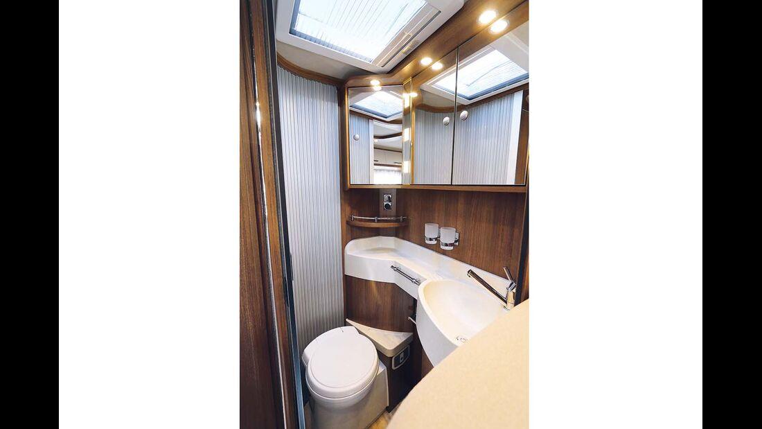 Bad durch Schiebetüren zum Raumbad erweiterbar