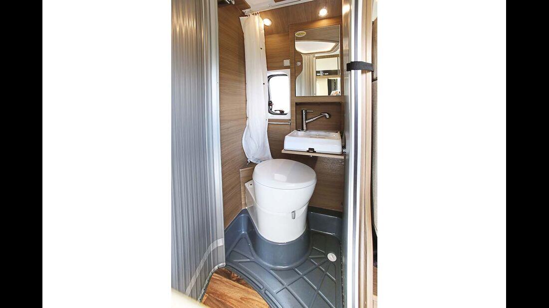 Bad im Karmann Davis 600 Viva mit Fenster und passablem Klappwaschbecken