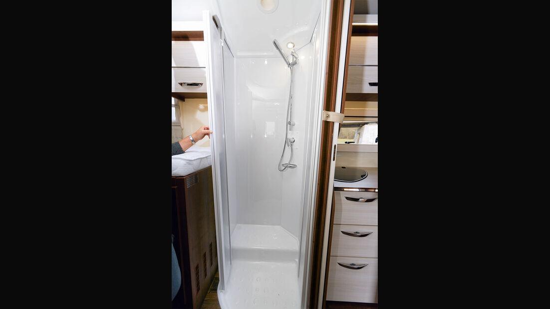 Bad und separate Dusche im Forster I 738 EB