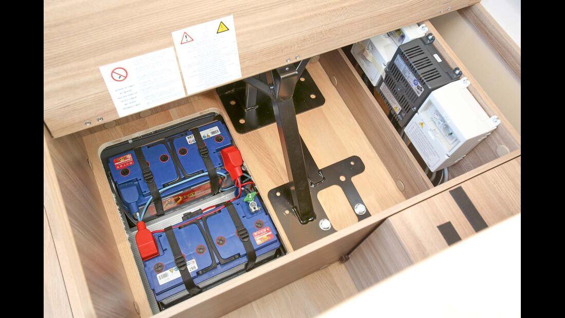 Batterien und Wasseranlage sind vom Stauraum getrennt beim Rapido 8080 dF