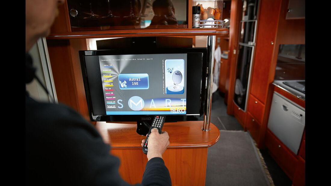 Bedient wird die Teleco Flatsat Elegance Smart ueber den Fernseher.