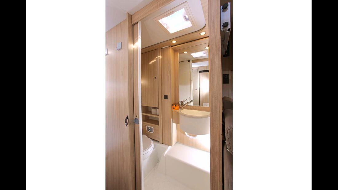 Bei Bedarf machen Waschbecken und Spiegelwand Platz für eine Dusche.