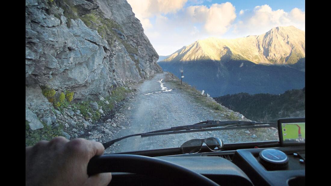 Bergstraße in den Alpen