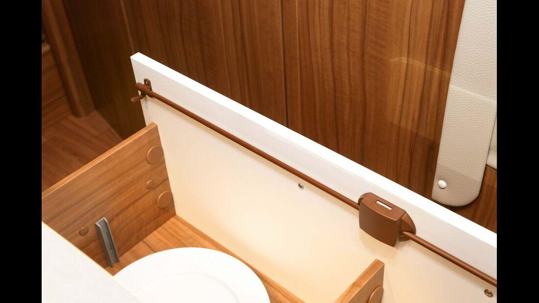 Besonders breite und belastete Schubladen sollten über ein Pushlock-Drehstangenschloss mit zusätzlichen Schließhaken verfügen.