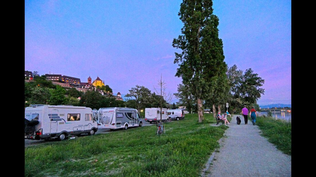 Besonders gut gelegen: der Stellplatz am Rheinufer von Breisach.