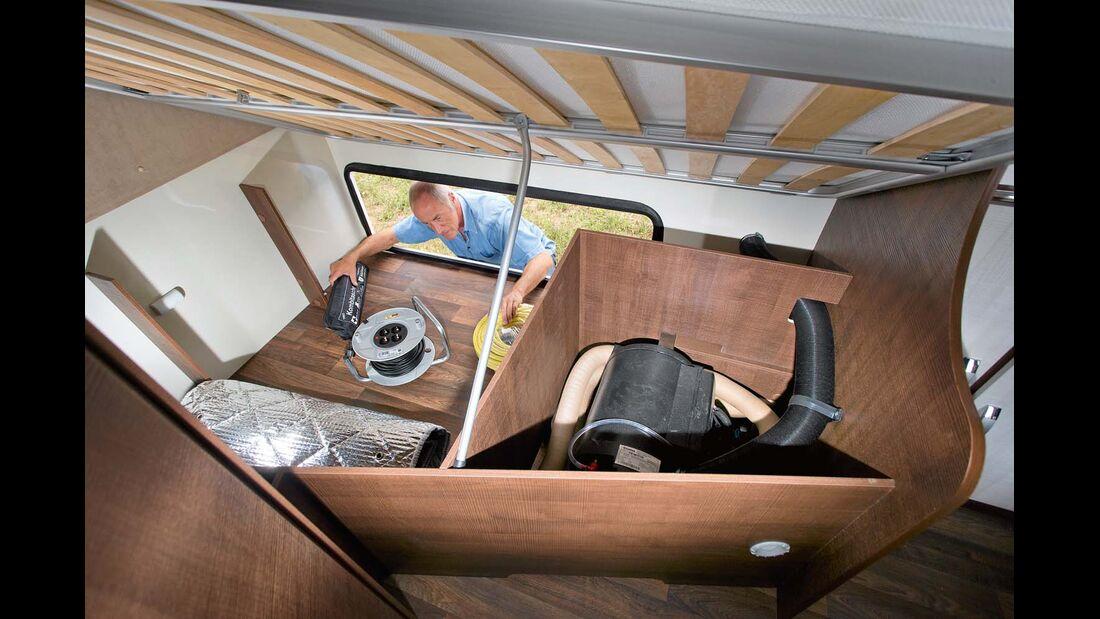 Bettkasten im Forster bietet Platz für Heizung, zwei Campingstühle und Tisch