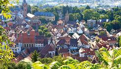 Blick von der Burgruine auf Weinheim