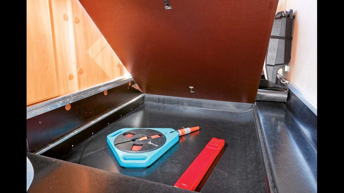 Bodenfach in Garage beim Hymer Exsis-t