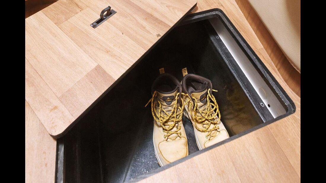 Bodenfach mit abgesenkter Wanne beim Hymer B 678 Premium Line