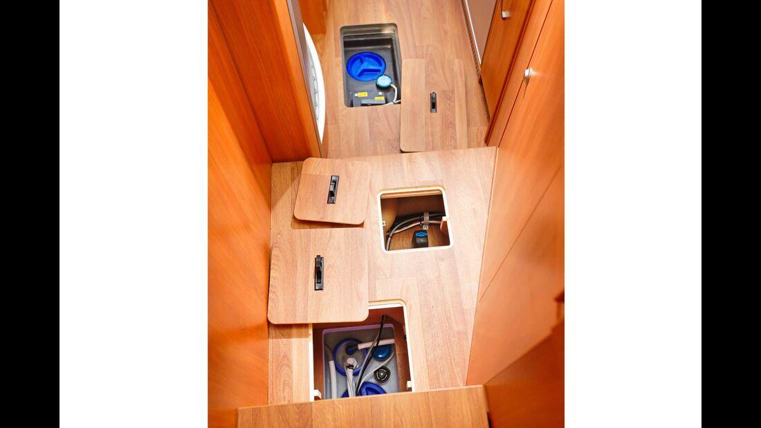Bodenluken schaffen Zugang zur Bordtechnik in Unterflurwannen.