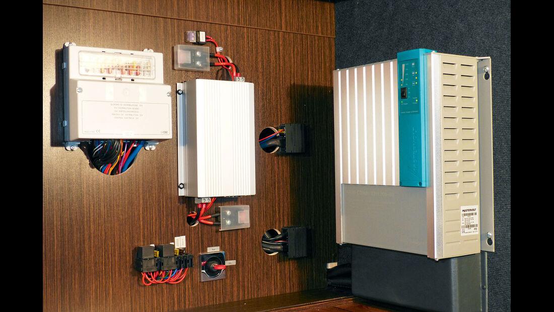 Bordelektronik mit 60-A-Lader und Inverter.