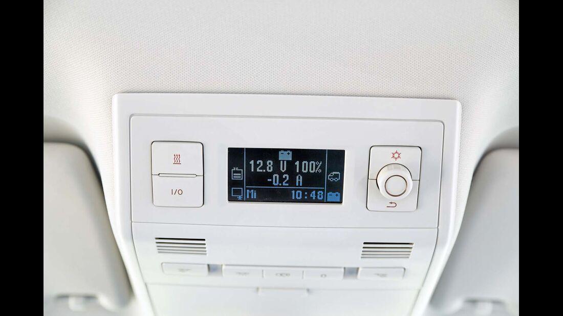 Bordtechniksteuerung beim VW California mit Direktwahltasten für Kühlbox und Heizung