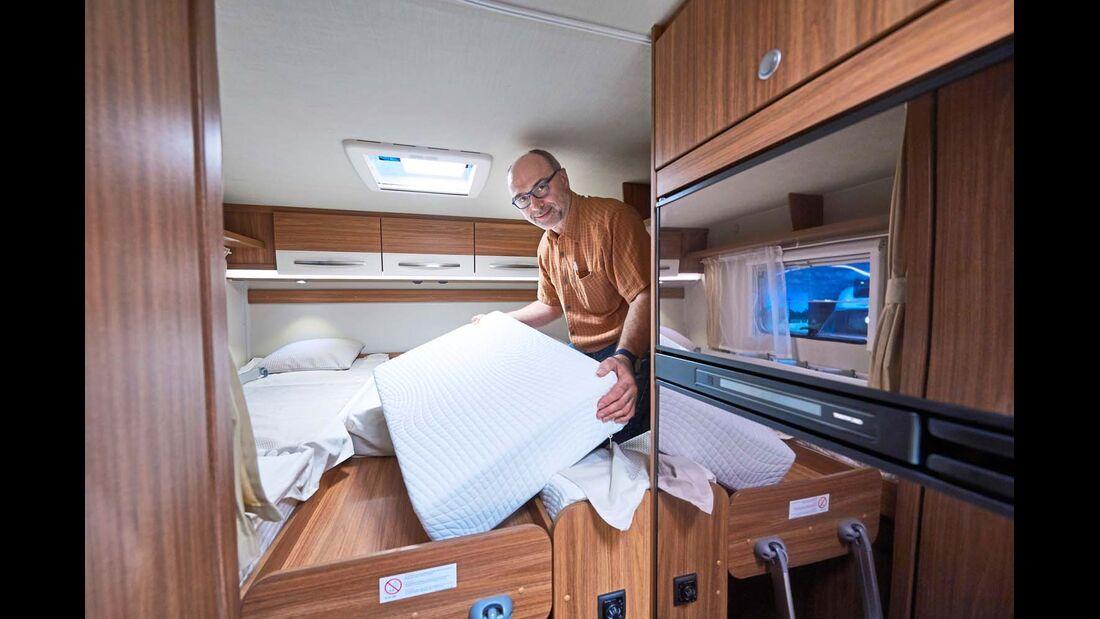 CARADO Erweiterbare Einzelbetten, wie hier im T 448, sind als zusätzliche Schlafgelegenheit eine geschickte Sache.