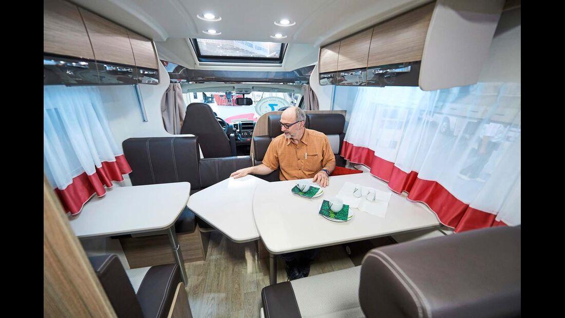 CHALLENGER Auch in das Modell 256 der französischen Marke passen bis zu sieben Reisende.