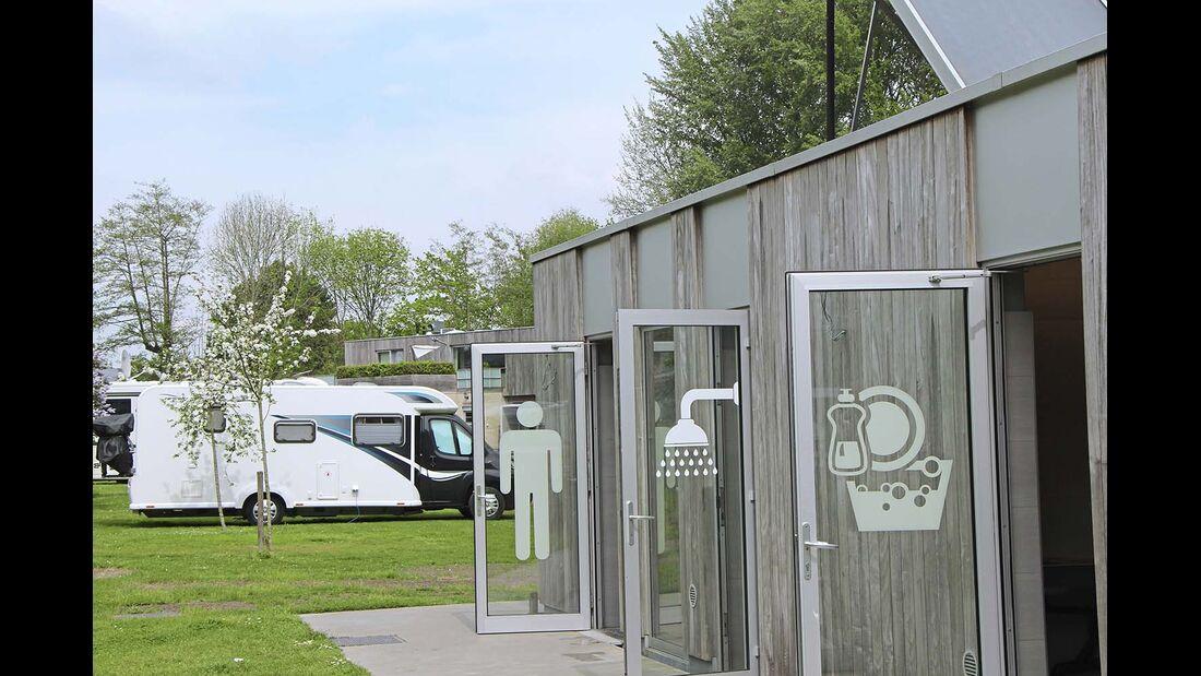 Camping Memling: der Eingangsbereich zu den Sanitäranlagen.