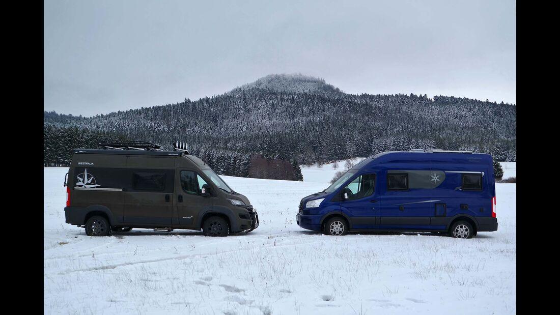 Campingbusse im Schnee