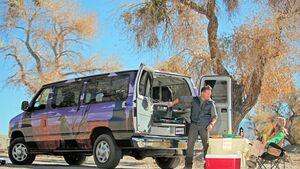 Canusa Touristik organisiert Reisen durch die USA mit bunten Campervans.