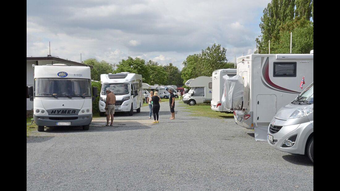 Caravan Camping: auf der Moldau-Insel Cisarska louka mitten in Prag.