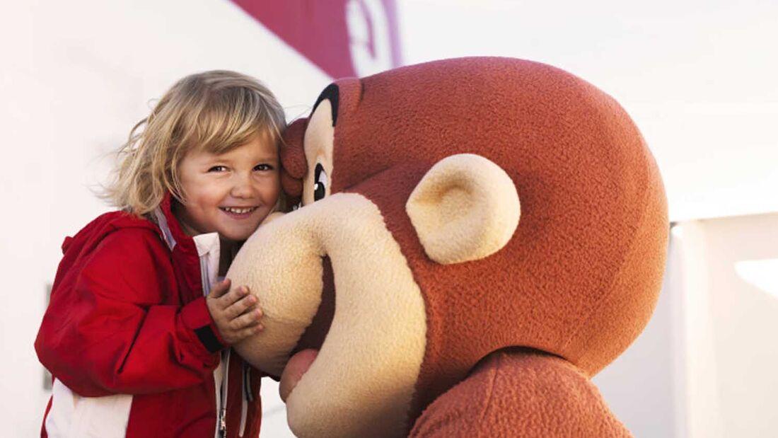 Coco der neugierige Affe an Bord der Stena Line Fähren