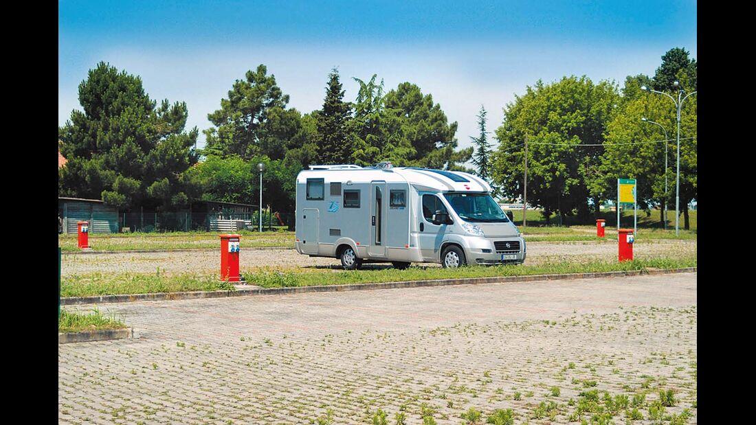 Codigoro: die großzügige Area Sosta Camper.