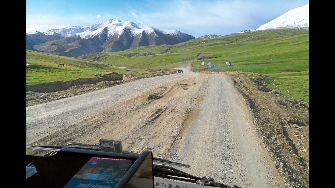 DURCH WÜSTEN, STEPPEN UND GEBIRGE fuhren Kerstin Hüllmandel und Albert Knaus bis nach China.