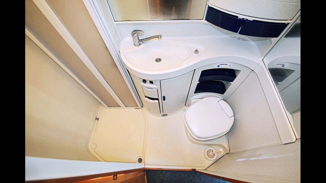 Das Bad wirkt modern, doch die Materialien dürften solider sein.