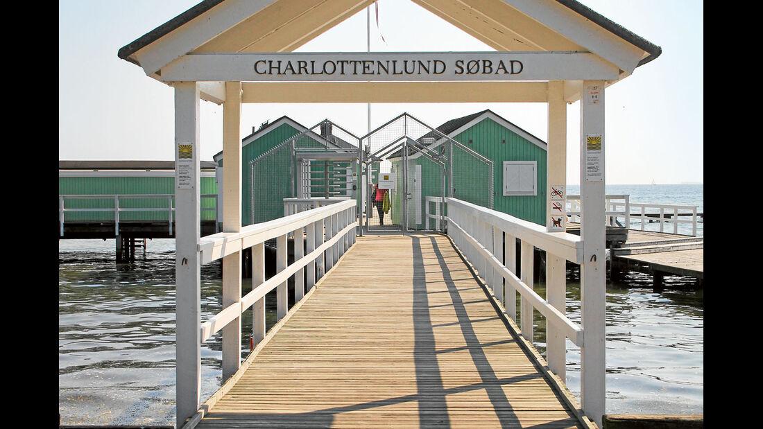 Das Charlottenlund Sobad nahe Kopenhagen liegt direkt im Oeresund.