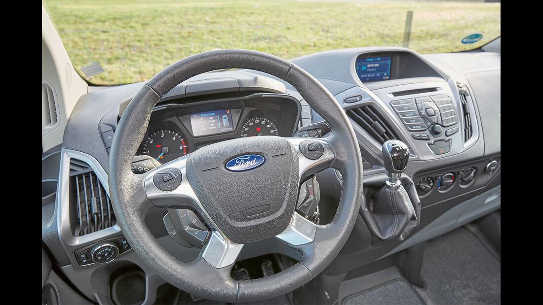 Das Cockpit ist teilweise unübersichtlich gestaltet.