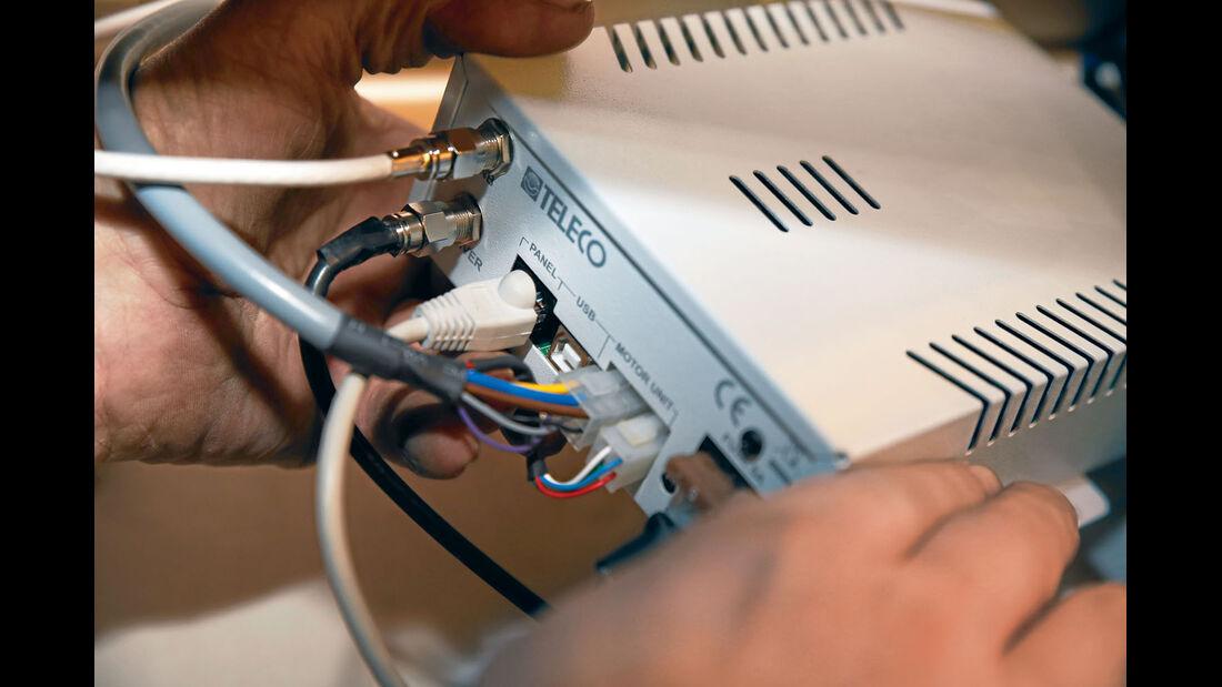 Das Elektronikbauteil  steuert  die automatische Ausrichtung der Antenne.