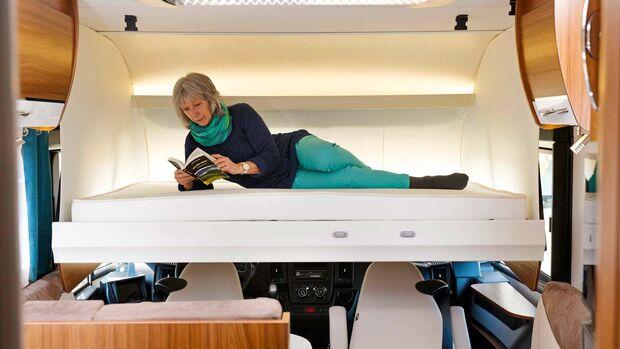 Das Hubbett bietet als Schlafstatt für ein oder zwei Gäste passablen Komfort.